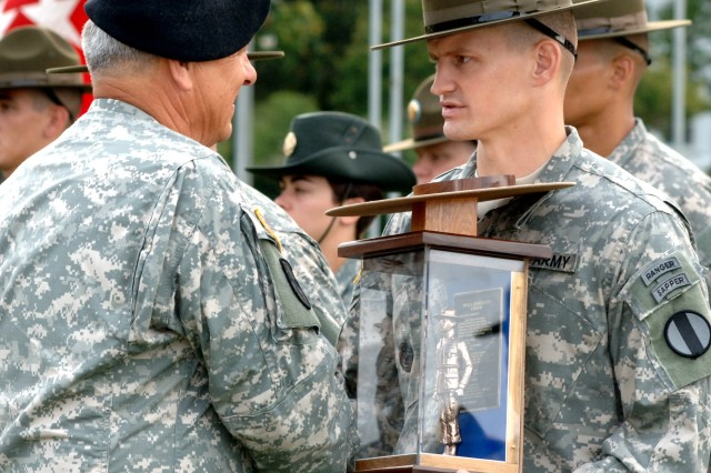 Drill Sergeant Michael Behnkendorf, receives his award as the 2006 Active Component Drill Sergeant of the Year from the TRADOC Commanding General, Gen. William S. Wallace. (Photo by Patrick Buffett)