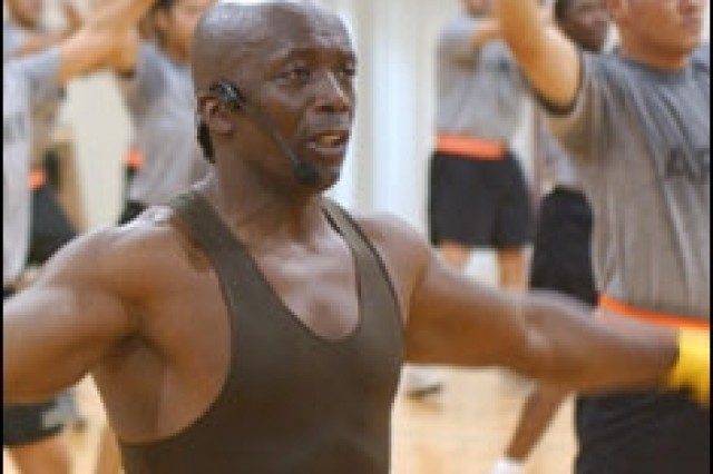 Fitness guru talks spirit, body with Soldiers in Iraq