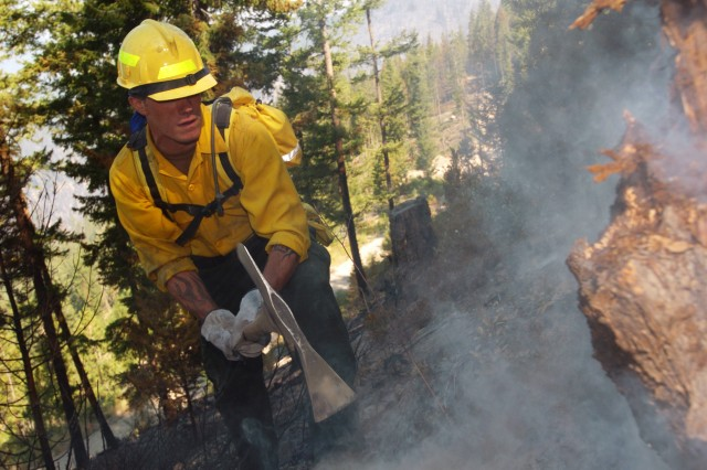 Soldiers Battle Wildfires