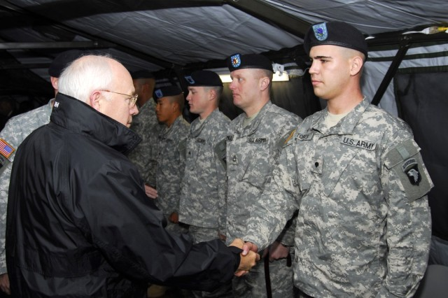 Cheney meets with wounded Soldiers