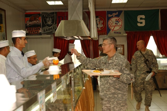 Dining facility boosts Soldier morale in Iraq