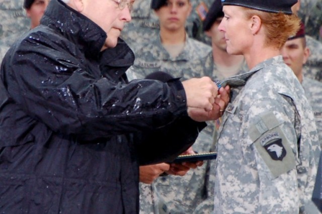 Vice President Richard Cheney presents the Distinguished Flying Cross to Chief Warrant Officer 3 Lori Hill in a ceremony at Fort Campbell, Ky. on Oct. 16.