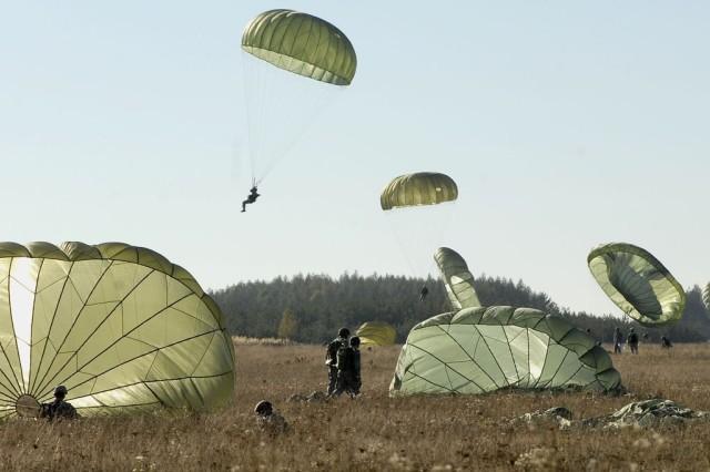 173rd paratroopers jump en masse