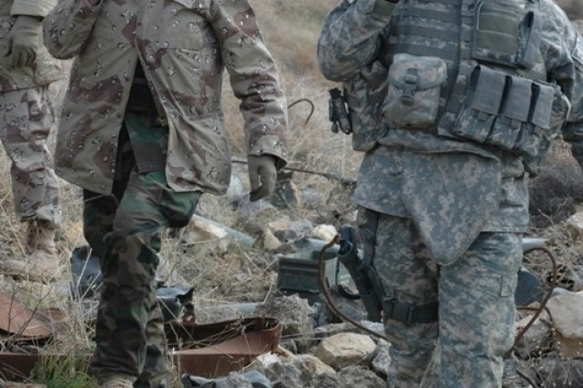 EOD Soldiers train Iraqi Army counterparts