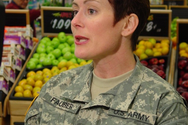Maj. Karen Fauber, DeCA dietitian offers advice on how to shop for foods which will help commissary consumers stick to their New Year's resolutions to lose weight.