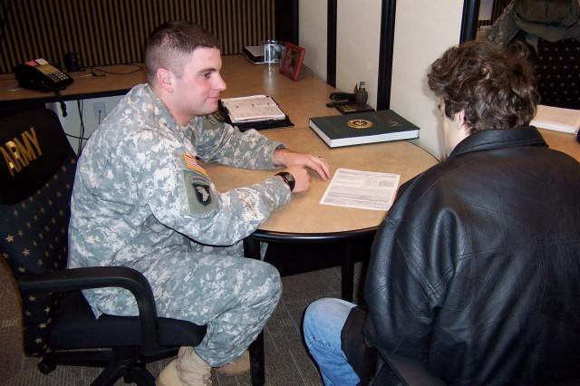 Soldiers Share War Stories, Help Recruiters Through SRAP