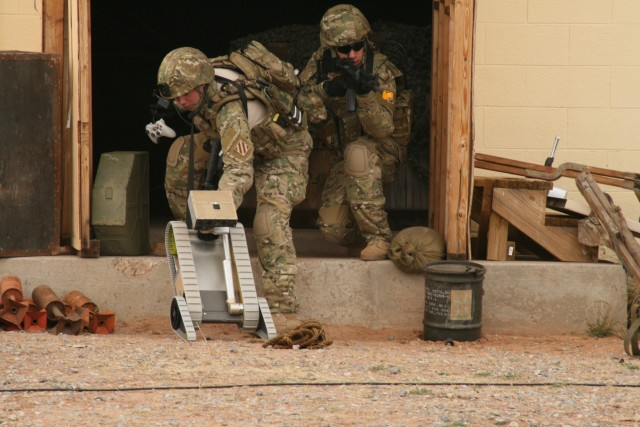 Soldiers Testing FCS Technology Give Thumbs Up