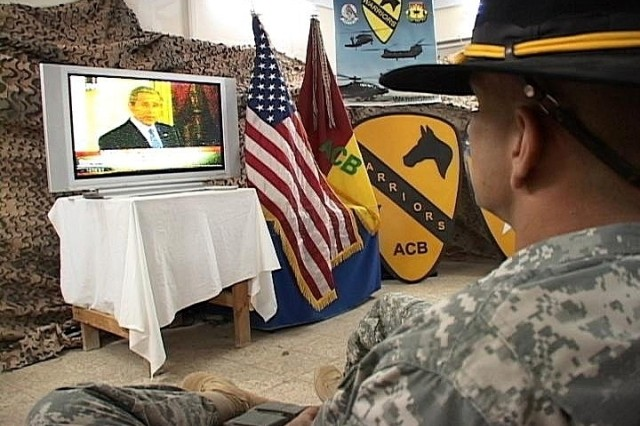 Air. Cav. Honors Medal of Honor Recipient