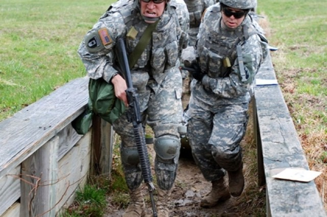 Sgt. Luis Delgadillo and Spc. Robert Pinches carry a litter with a casualty through the combat lifesaver course.