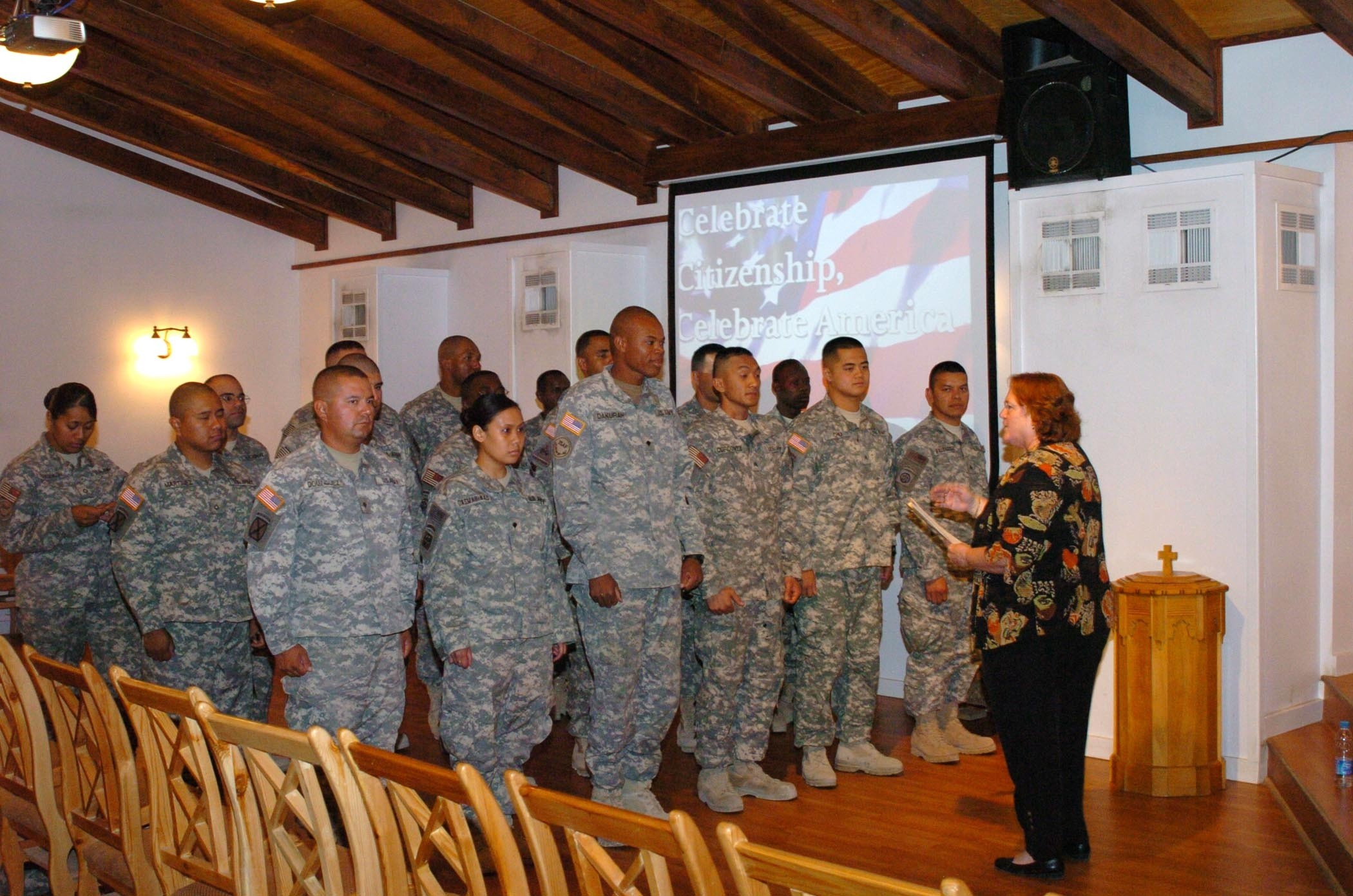 iers in become u s citizens article the u s citizenship and immigration services officer in charge speaks to the soon to be u s citizens prior to their naturalization ceremony
