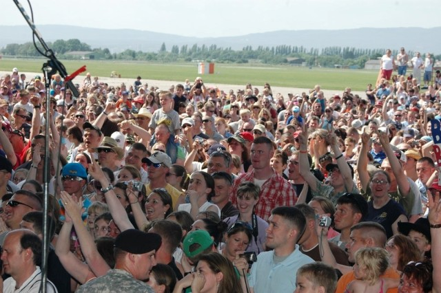 A crowd of almost 4,000 stand on their feet during a May 25 concert by Toby Keith at Wiesbaden, Germany.
