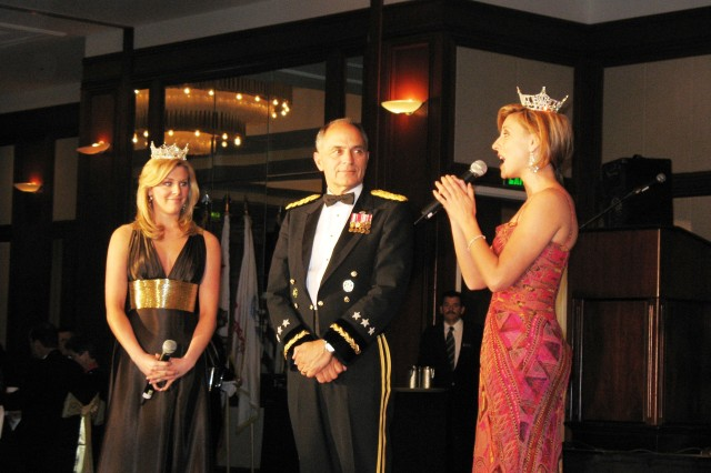 """Miss California 2007 Jacquelynne Fontaine (right) sings """"God Bless America"""" to LTG Steven W. Boutelle, G-6/Chief Information Officer, while Miss America 2007 Lauren Nelson waits for her turn to sing """"The Impossible Dream."""" (U.S. Army photo by MSG Lisa Beth Snyder)"""