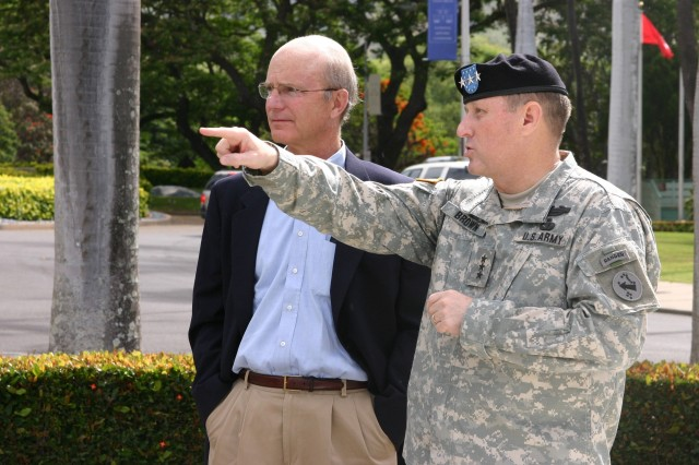 Acting Secretary of the Army Pete Geren arrives in Hawaii.  Acting Secretary of the Army Geren visited Hawaii to receive updates on Army assets at United States Army Pacific and 25th Infantry Division.