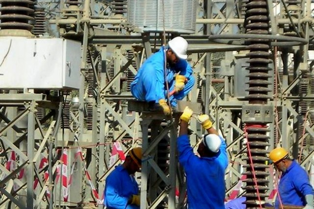Army Corps of Engineers electrical engineers from Gulf Region South, work on an electrical station in Al Basrah Province, in an effort to boost the electrical supply in southern Iraq.