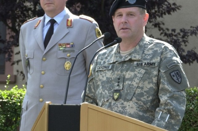 HEIDELBERG, Germany -- Lt. Gen. John D. Gardner, incoming and new deputy commander Allied Land Component Command Headquarters - Heidelberg, NATO,  thanks German Lt. Gen. Karl Heinz Lather, commander, ALCC HQ HD, soldiers and civilians of the command for a warm and fitting welcome during a July 11 welcome ceremony held on Campbell Barracks.  Lt. Gen. Gardner expressed it is an honor and privilege to be here today and looks forward to working in NATO.
