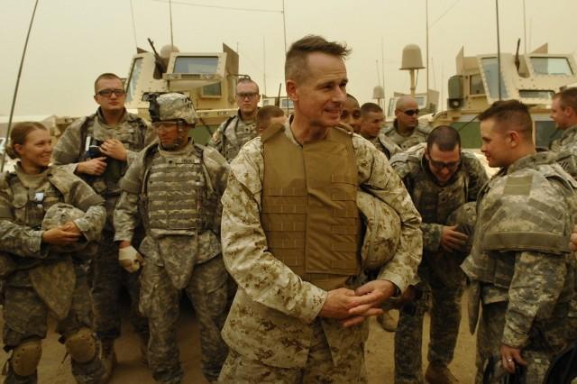 Gen. Pace meets Soldiers.