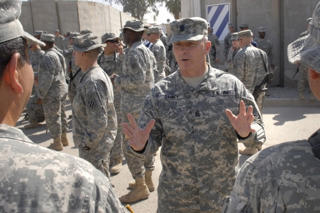 Sgt. Maj. Gainey chats with Soldiers.