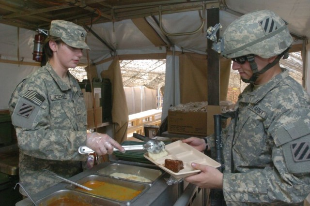 Soldier Chefs Keep Units Fueled