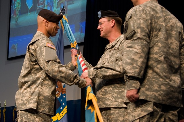 DDAA conducts change of command, Harney passes torch to Gagnon