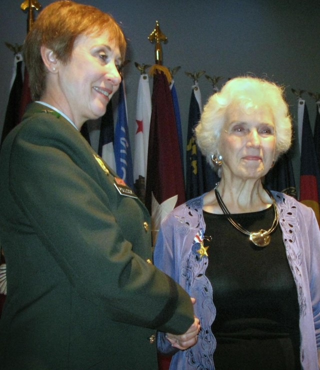 Daughter Accepts Silver Star Her World War I Nurse Mother Earned