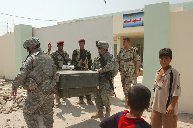 U.S. Soldiers Partner With Iraqi Troops in Mahmudiyah