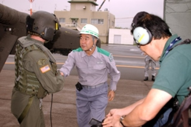 A Japanese disaster relief worker thanks Staff Sgt. Robert Dahlen of the 78th Aviation Battalio for his efforts during Japan's 2007 National Disaster Prevention Day on Saturday. (U.S. Army photo by Christopher Bush)