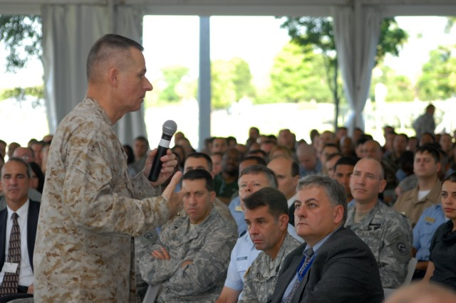 Joint Chiefs chairman pays farewell visit to SOUTHCOM