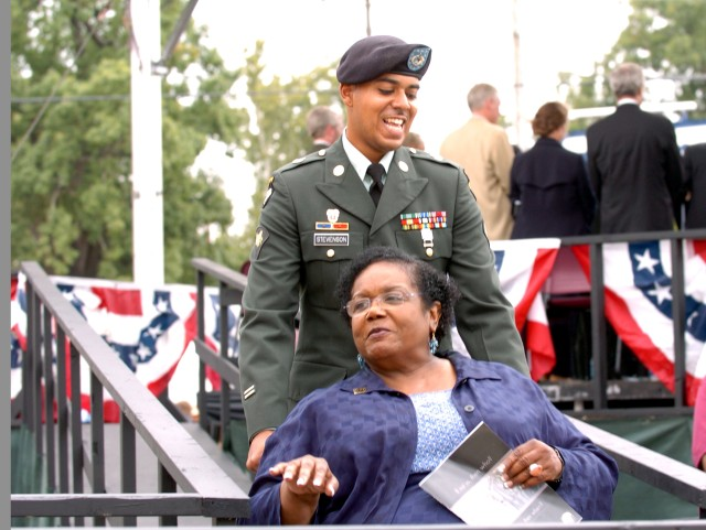 101st Soldier escorts Little Rock Nine member