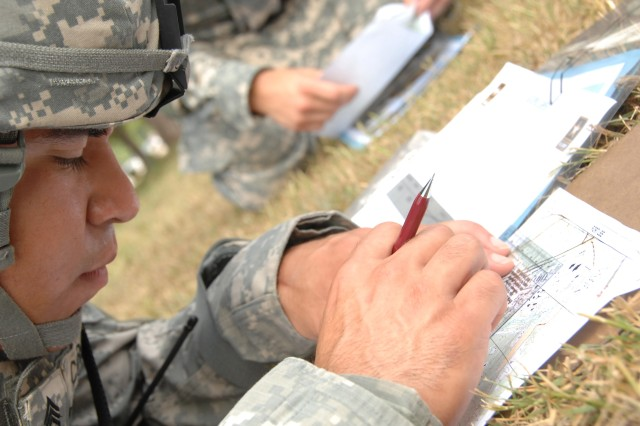 Competitor Staff Sgt. David Corona negotiates the Urban Warfare Orienteering Course during the 2007 Noncommissioned Officer/Soldier of the Year competition Oct. 3 at Fort Lee, Va.