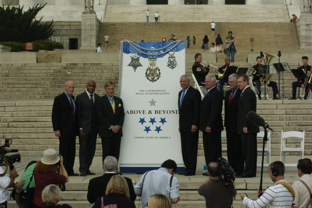 "Retired Chairman of the Joint Chiefs of Staff, Gen. Colin Powell is joined by Medal of Honor Society members Colonel (R) Lewis Howard, Michael Edwin Thorton, Paul William Bucha and Former NFL star Tiki Barber on the steps of the Lincoln Memorial in Washington D.C. to announce the ""Above and Beyond Citizen Honors"" initiative. """