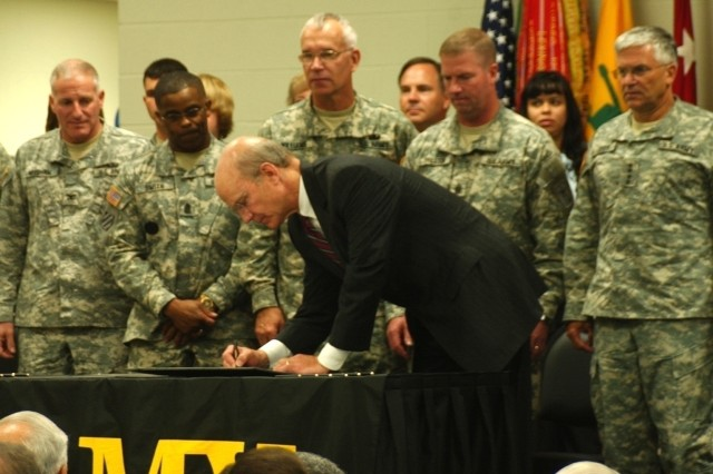 Secretary of the Army Pete Geren signs the Army Family Covenant as other Army leaders and Family members observe. From right is Army Chief of Staff Gen. George W. Casey Jr. , Sgt. Maj. of the Army Kenneth O. Preston, Armor Center and School Commander Maj. Gen. Robert Williams, Armor Center Command Sgt. Maj. Otis Smith and Fort Knox Garrison Commander Col Mark Needham.