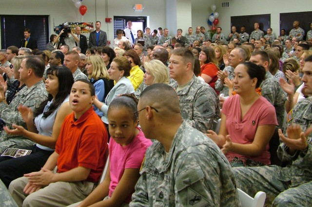 The Fort Knox, Ky., Hansen Center was packed with Soldiers and Families on hand to witness Secretary of the Army Pete Geren, Chief of Staff of the Army Gen. George W. Casey, Jr. and Sergeant Major of the Army Kenneth O. Preston sign the Army Family Covenant. The audience interrupted the leaders with applause several times as they pledged to care for families.