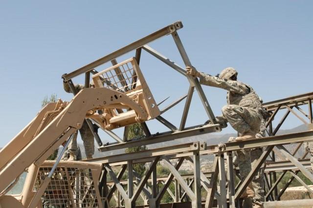 Bridging the Rowoian Tuy