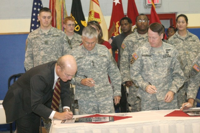 Secretary of the Army Pete Geren signs the Army Family Covenant at West Point, N.Y.