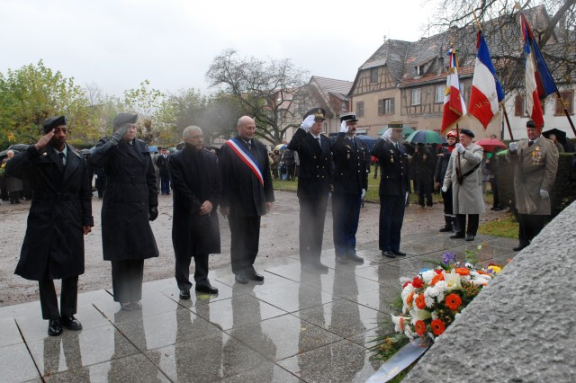 5th Signal Command Representatives Join French Officials in Wissembourg Armistice Day Observance
