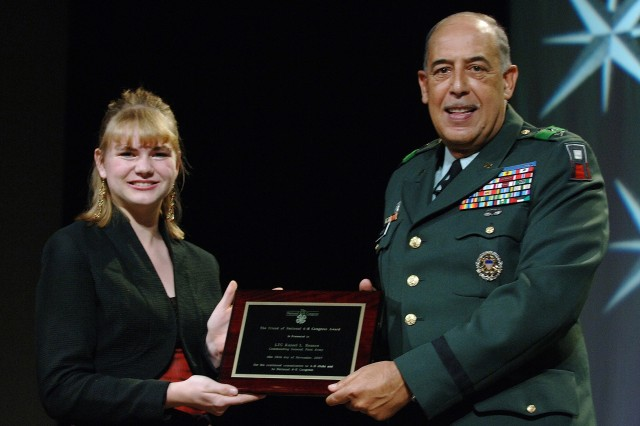 Lt. Gen. Russel L, Honore, commanding general, First Army, and a lifetime 4-H member, receives the 2007 Friend of National 4-H Award for his support of 4-H throughout his career. Presenting the award is Shawn Gayner, a 4-H member from Idaho.