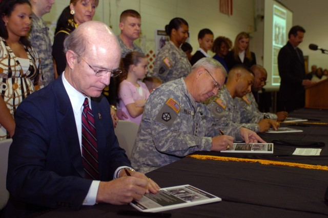 SecArmy signs Army Family Covenant at Fort Monroe