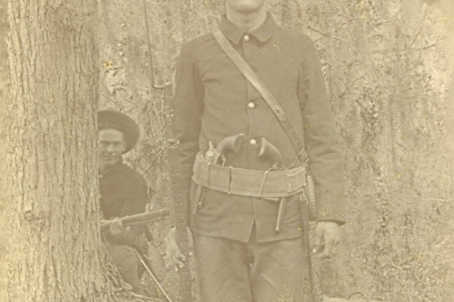 A soldier, presumed to be Karl Brauchle, of the 33rd U.S. Volunteer infantry poses for a photograph (Karl Brauchle Photo Collection).