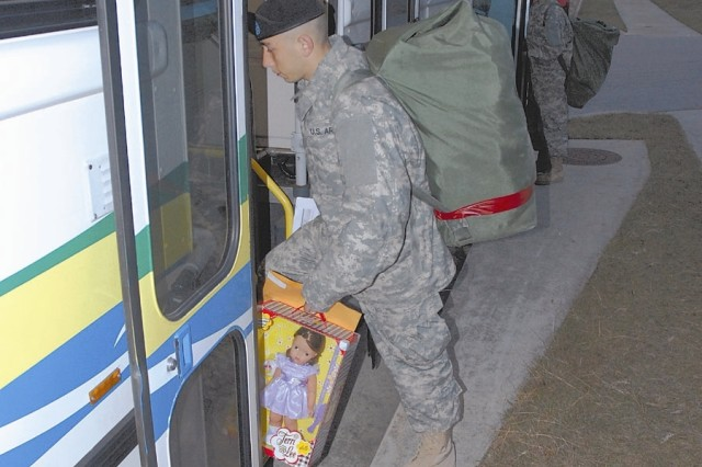 Soldiers Head Home for the Holidays