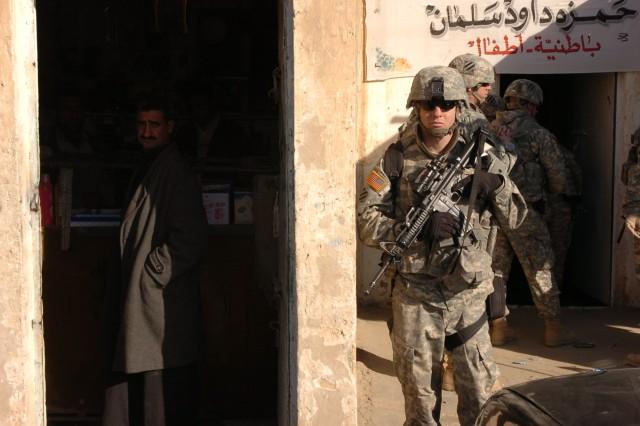 3ID CG visits troops, sheik at PB Warrior's Keep