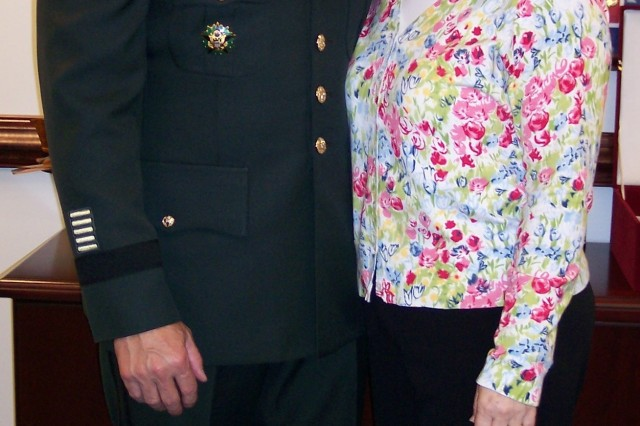 Army Reserve Chief Lt. Gen. Jack Stultz and his wife Laura. Laura Stultz has been a major force behind the virtual-installation idea. Based on the Web, virtual-installations bring support and resources to Reserve Soldiers and their Families, who may be far from installations.