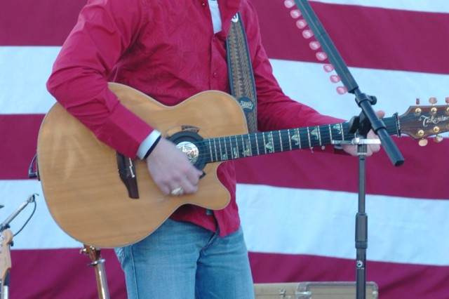 Country Band Entertains Troops at Rally | Article | The United ...