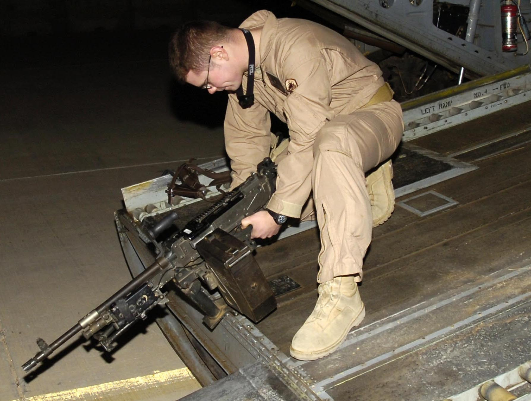 Soldiers volunteer for challenge of acting as door gunners in Iraq & Soldiers volunteer for challenge of acting as door gunners in Iraq ... pezcame.com