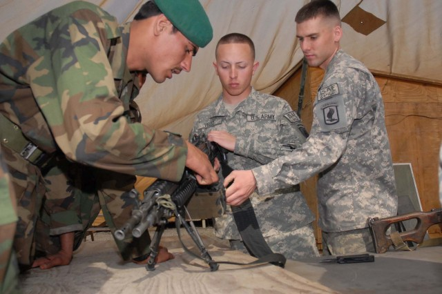 Armament experts train Afghan mechanics to work with U.S. small-arms