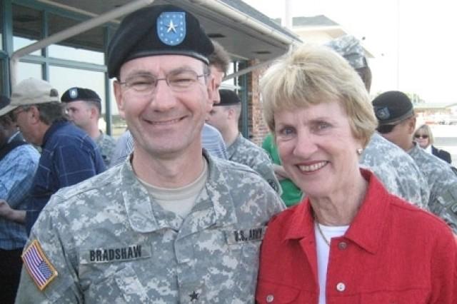 Barbara Nicklaus poses with Brig. Gen. Don Bradshaw.