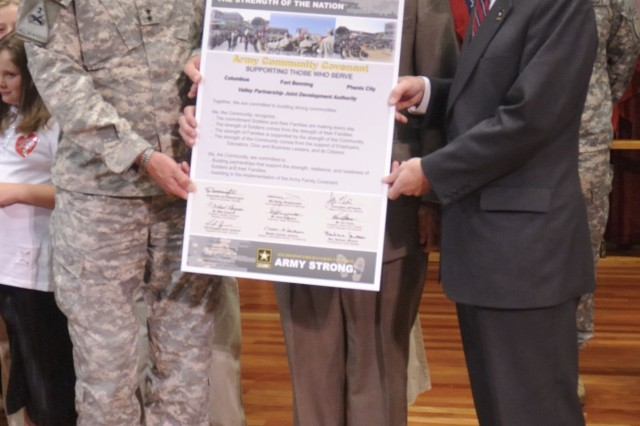 Army Signs Covenant with Towns Near Benning