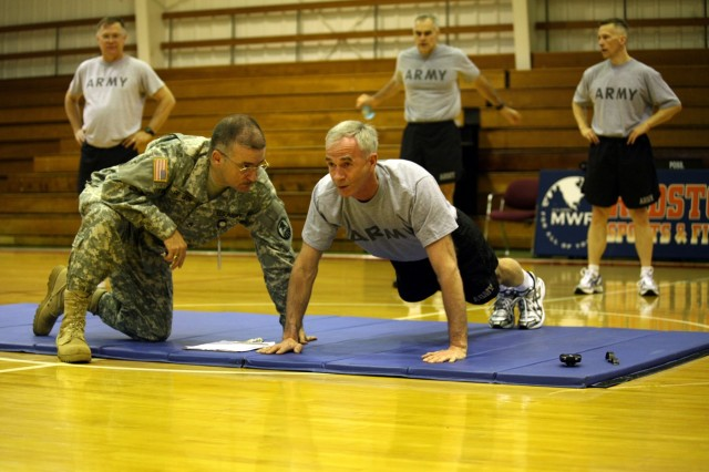 Lt. Gen. Kevin T. Campbell, SMDC/ARSTRAT commanding general, performs push-ups as Staff Sgt. Jerry De Leon counts.