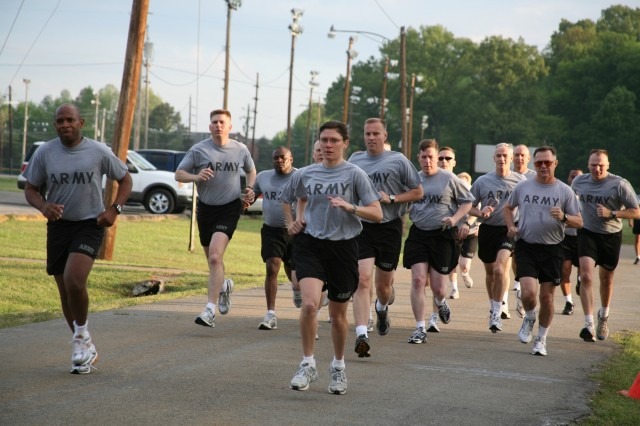 SMDC/ARSTRAT Soldiers begin the two-mile run.