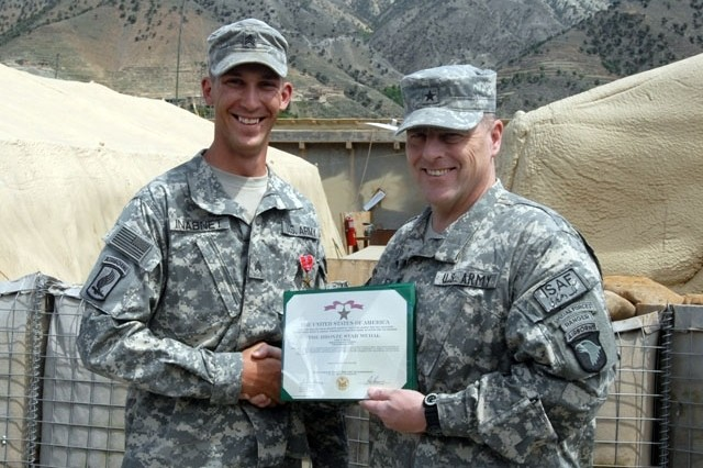 Army Sgt. Ryan P. Inabnet, 173rd Airborne Brigade Combat Team, 1-91 Cavalry Squadron, is awarded a Bronze Star for Valor by Army Brig. Gen. Mark Milley, Combined Joint Task Force-101 deputy commanding general of operations, April 24, at Fire Base Naray, Kunar Province. Inabnet was recognized for saving more than a dozen Soldier\'s lives while acting with a Quick Reaction Team re-enforcing International Security Assistance Forces battling insurgents. He provided first aid to several wounded Soldiers and transported numerous casualties to a medevac point.