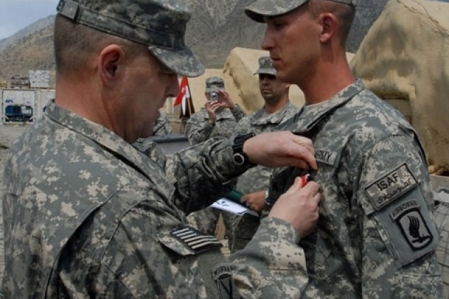 Army Brig. Gen. Mark Milley, CJTF-101 deputy commanding general of operations, awards and pins a Bronze Star for Valor on Army Sgt. Ryan P. Inabnet, 173rd Airborne Brigade Combat Team, 1-91 Cavalry Squadron, April 24, at Fire Base Naray, Kunar province. Inabnet was recognized for saving more than a dozen Soldier\'s lives while acting with a Quick Reaction Team re-enforcing International Security Assistance Forces battling insurgents. He provided first aid to several wounded Soldiers and transported numerous casualties to a medevac point.